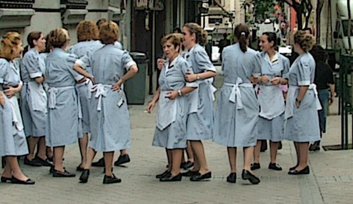un grupo de camareras de piso