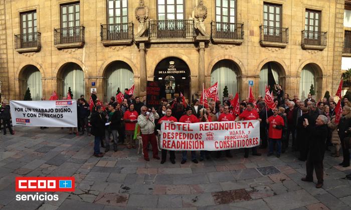 trabajadores hotel reconquista concentrados en defensa de su empleo