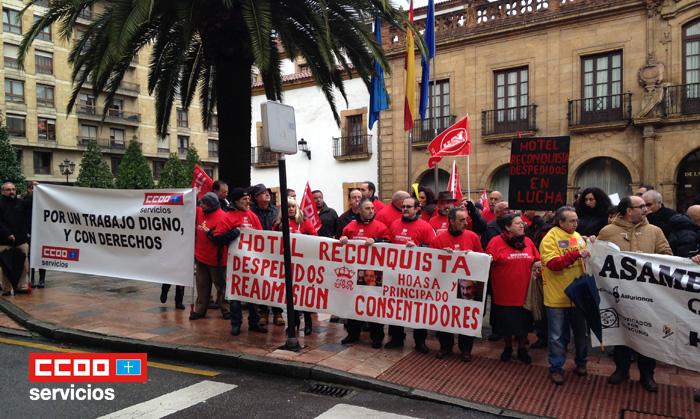 Pancartas frente Hotel Reconquista Oviedo