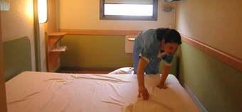 Sentencia ergonomia camarera hotel.