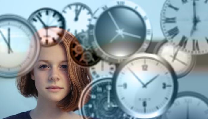 Mujer y relojes. Jornada comercios