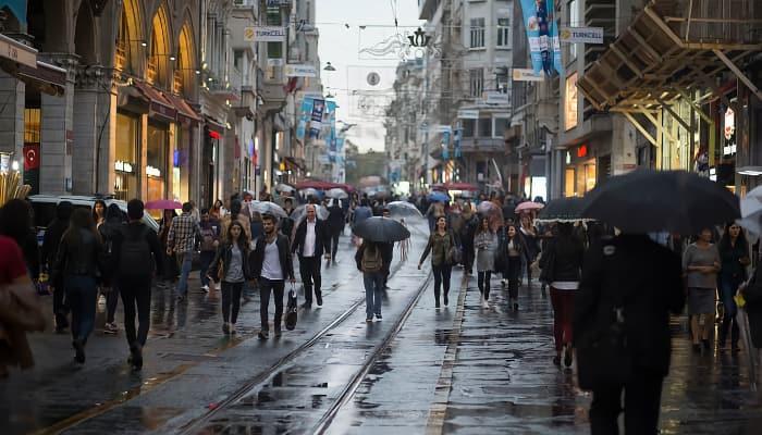 gente caminado en ciudad
