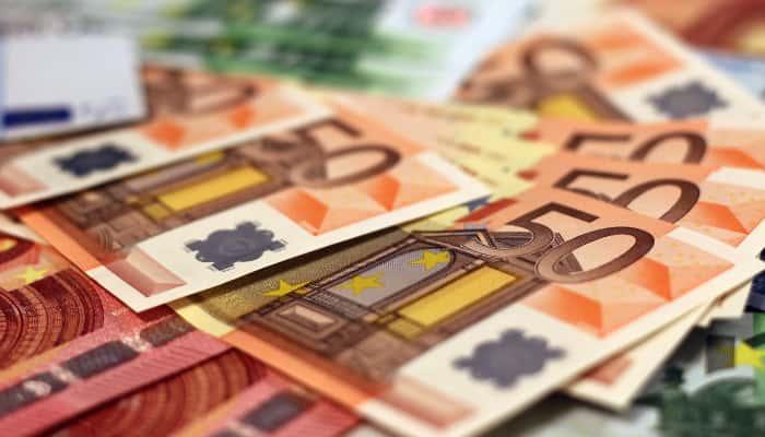 Billetes de Euro. Negociación salario en sector seguros