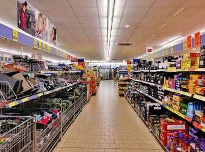 Supermercado, reposición de estanterías