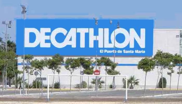 Centro de Decthlon. Tienda deportiva. Comercio