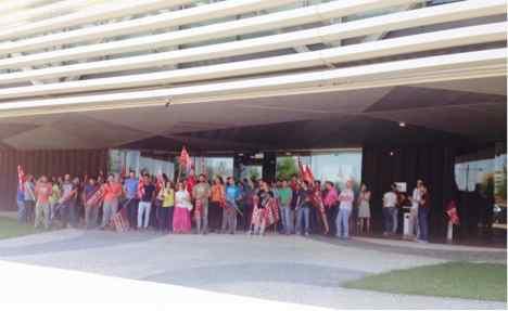 Concentración en Indra Badajoz en contra del ERE