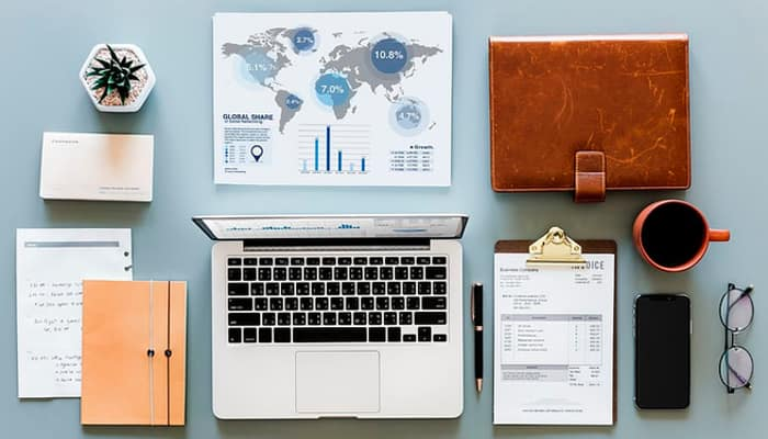 Sector financiero. Contabilidad, ordenador y otros elementos