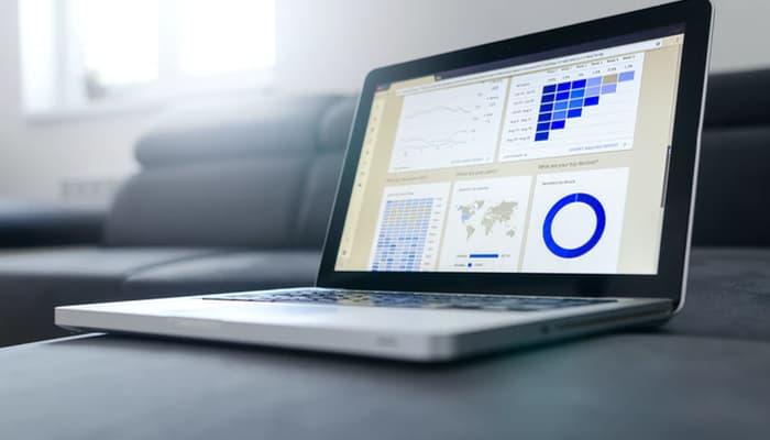 Sector financiero. Gráficas y laptop