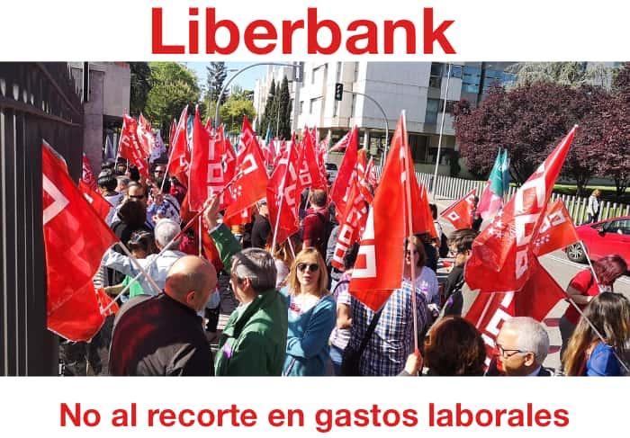 Imagen de Archivo: Concentración contra el ERE en Liberbank Abril 2019 - Flickr Servicios CCOO