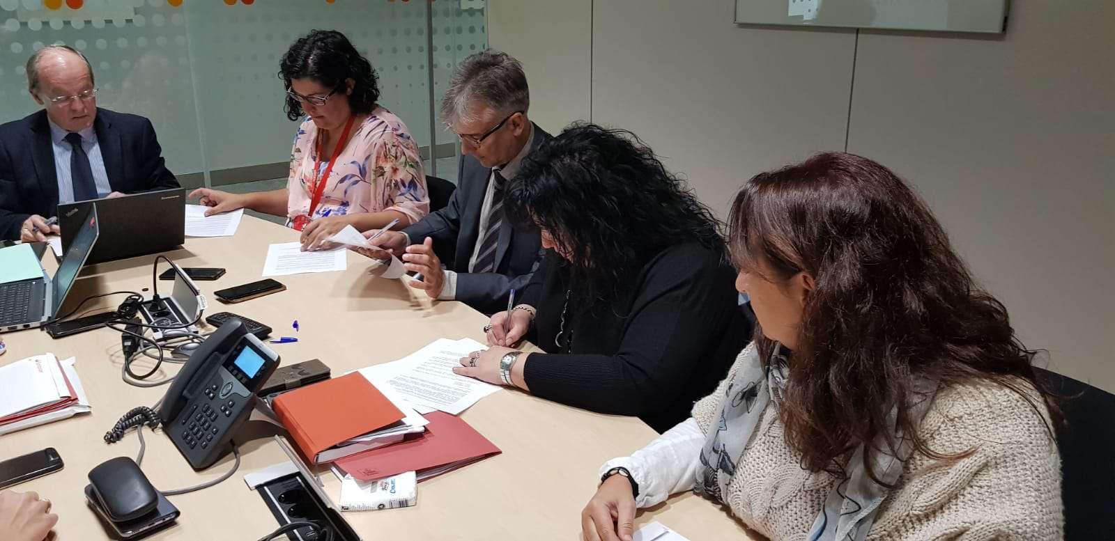 Firma convenio Santander Consumer