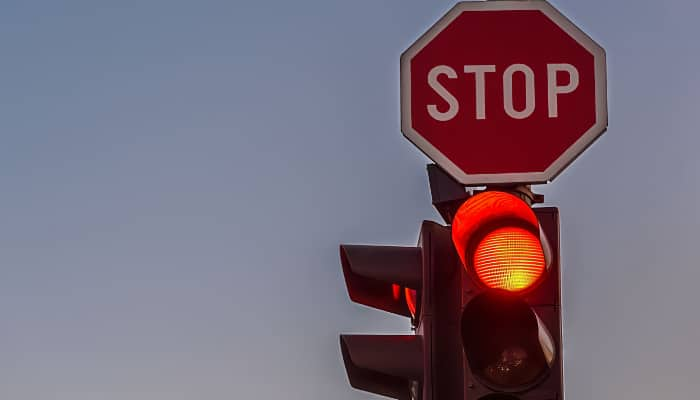Semáforo rojo y Stop. Se frenan avances en la negociación