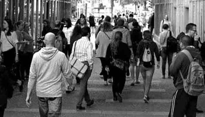 Gente andando para ilustrar Estatuto de los Trabajadores