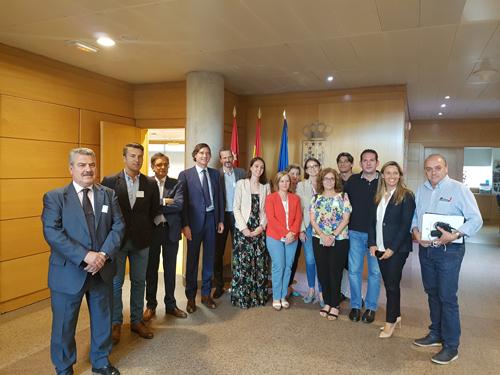 ponencia sobre comercio en el Parlamento de madrid