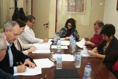 firmando el convenio de oficinas y despachos de Málaga