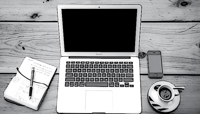 Imagen laptop y trabajo a distancia
