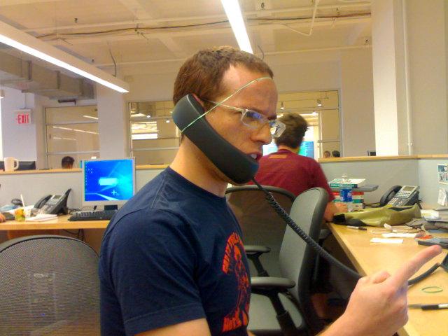Puedes solicitar cascos para largas comunicaciones por teléfono