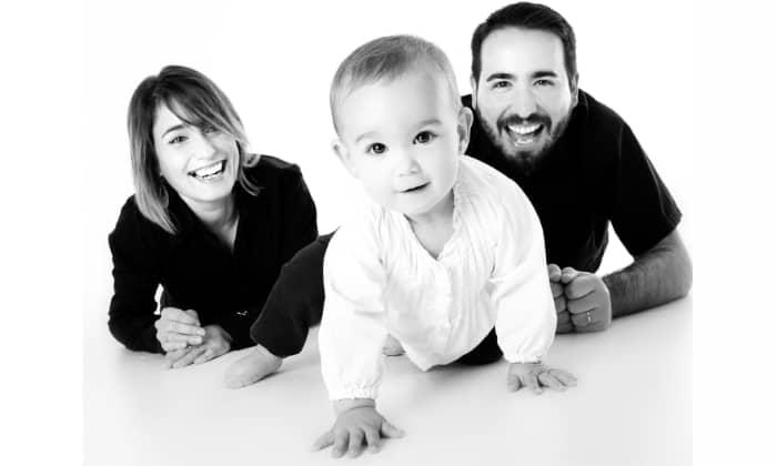 Imagen familia, padre y madre. Ilustra permiso de paternidad
