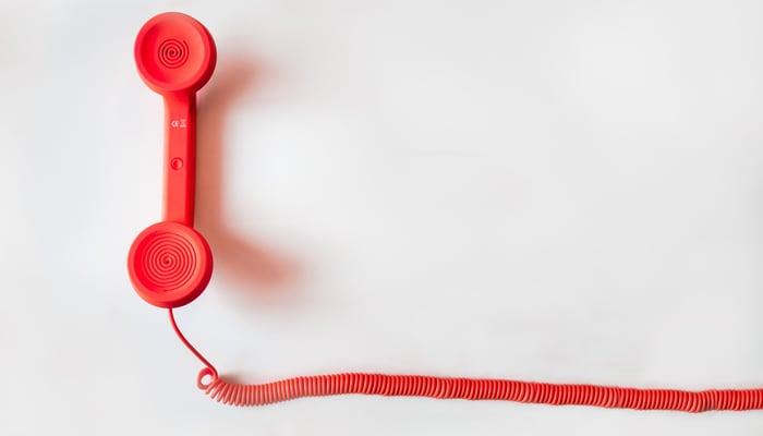 Telefono sobre fondo blanco. Ilustra huelga en call center